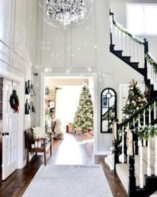 Stunning Farmhouse Christmas Entryway Design Ideas35