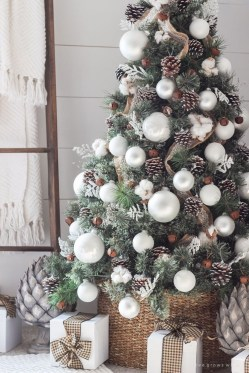 Unique Christmas Tree Decorating Ideas05