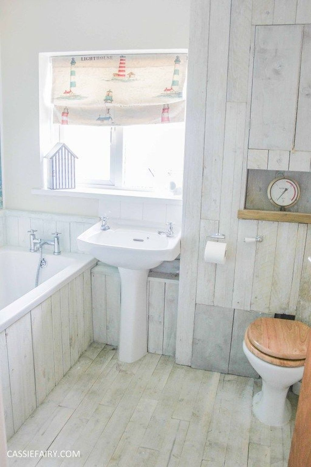 Affordable Beach Bathroom Design Ideas32