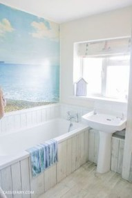 Affordable Beach Bathroom Design Ideas37