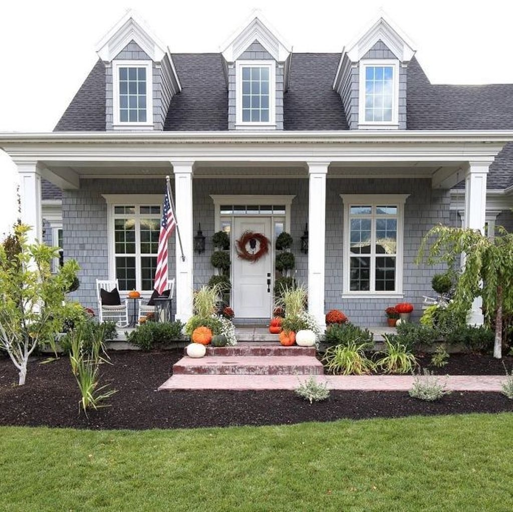 Best Farmhouse Front Porch Decoration Ideas14