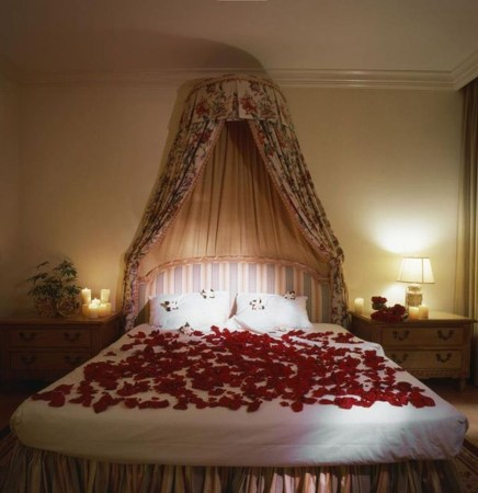 Cozy Bedroom Decorating Ideas For Valentines Day22
