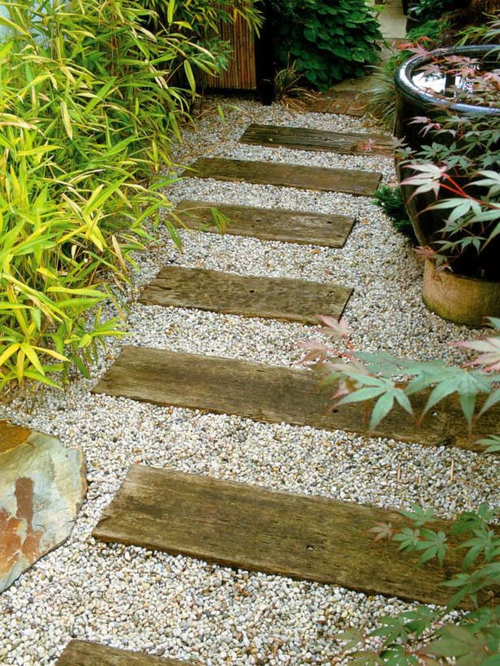 Inspiring Stepping Stone Pathway Decor Ideas For Your Garden07