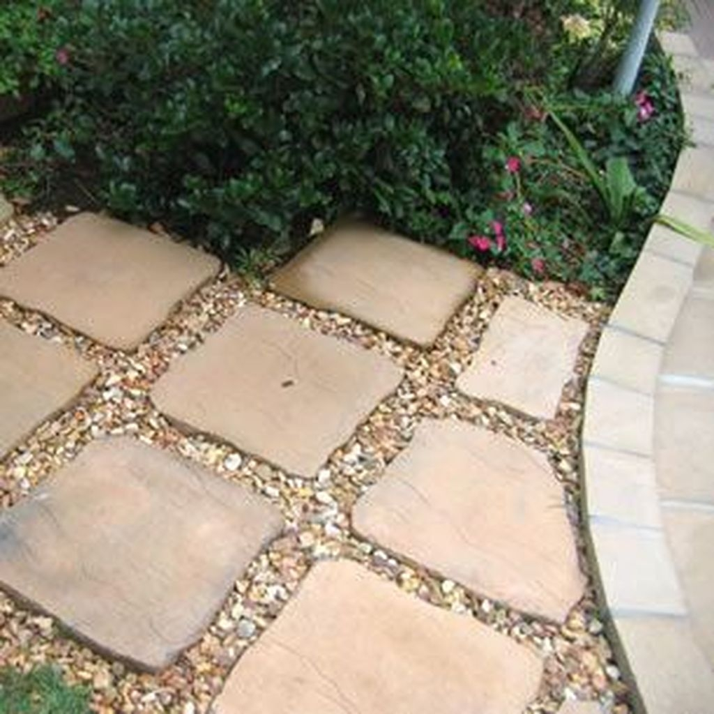 Inspiring Stepping Stone Pathway Decor Ideas For Your Garden18