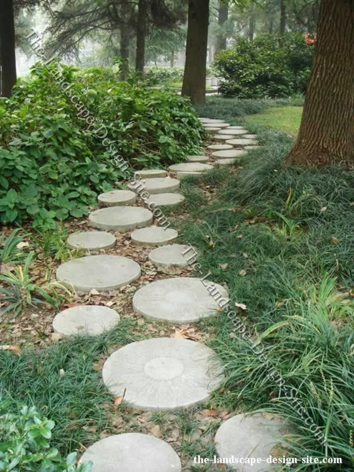 Inspiring Stepping Stone Pathway Decor Ideas For Your Garden28