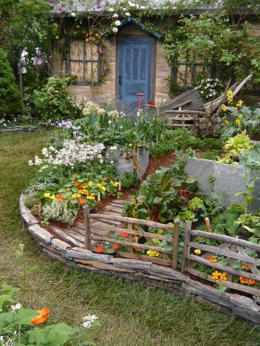 Awesome Shed Garden Plants Ideas21