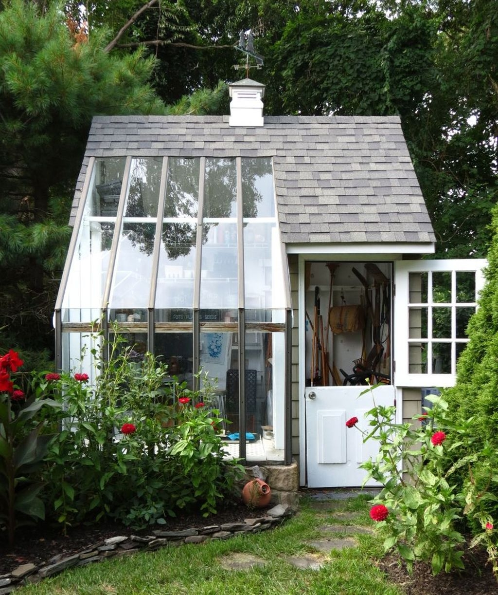 Awesome Shed Garden Plants Ideas34