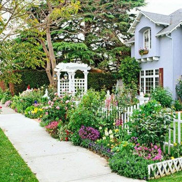 Beautiful Front Yard Cottage Ideas For Garden Landscaping06