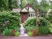 Beautiful Front Yard Cottage Ideas For Garden Landscaping36