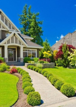 Beautiful Front Yard Cottage Ideas For Garden Landscaping44