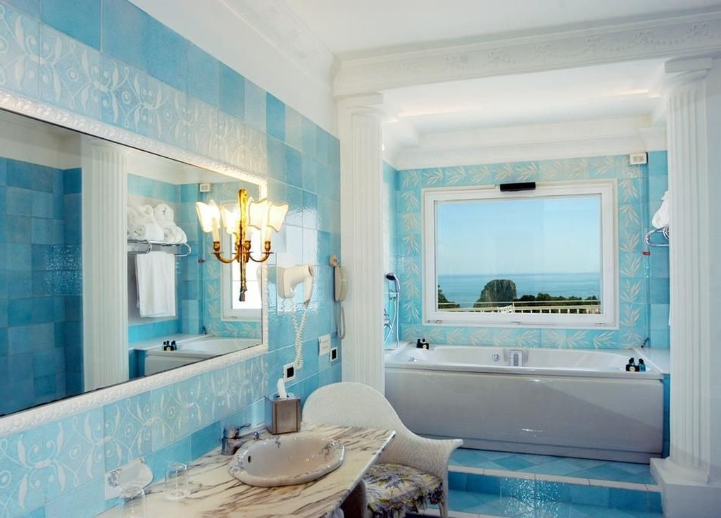 Charming Bathroom Décor Ideas With Blue Colors36