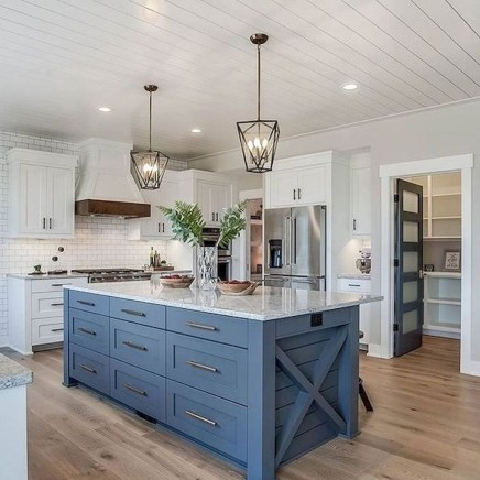 Pretty Farmhouse Kitchen Design Ideas To Get Traditional Accent25