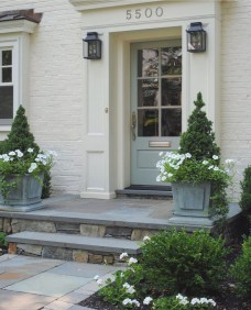 Adorable Porch Planter Ideas That Will Give A Unique Look17
