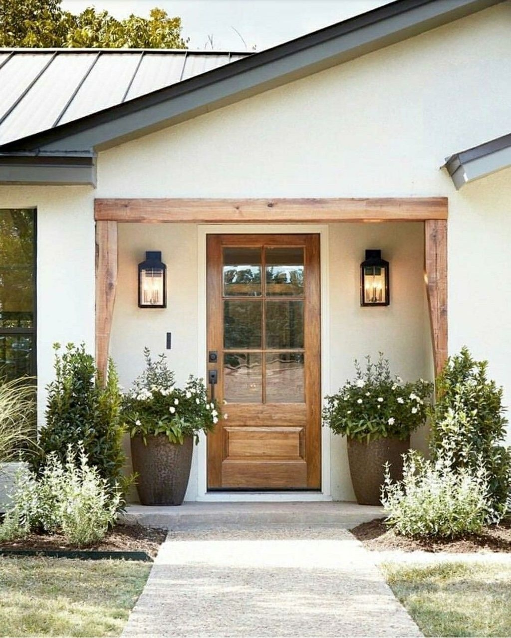 Adorable Porch Planter Ideas That Will Give A Unique Look24