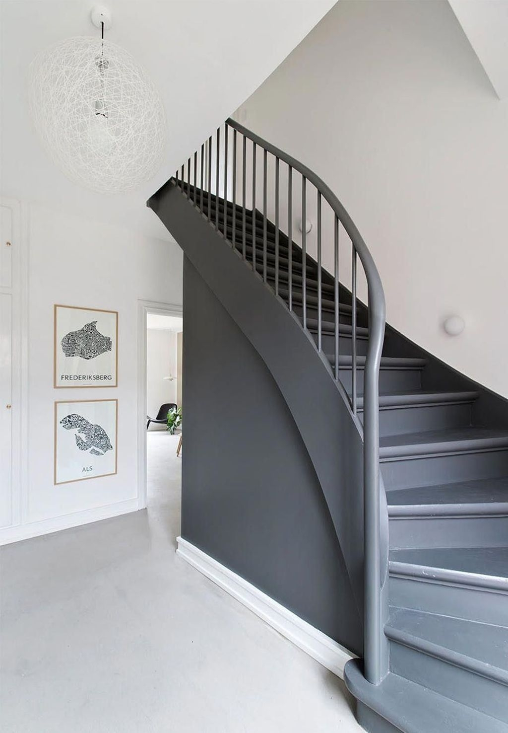 Beautiful Color Ideas For Your Stairs Decoration06