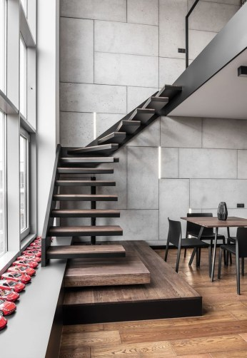 Beautiful Color Ideas For Your Stairs Decoration48
