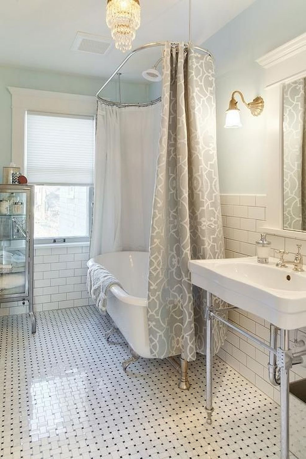 Charming Traditional Bathroom Decoration Ideas Just Like This26
