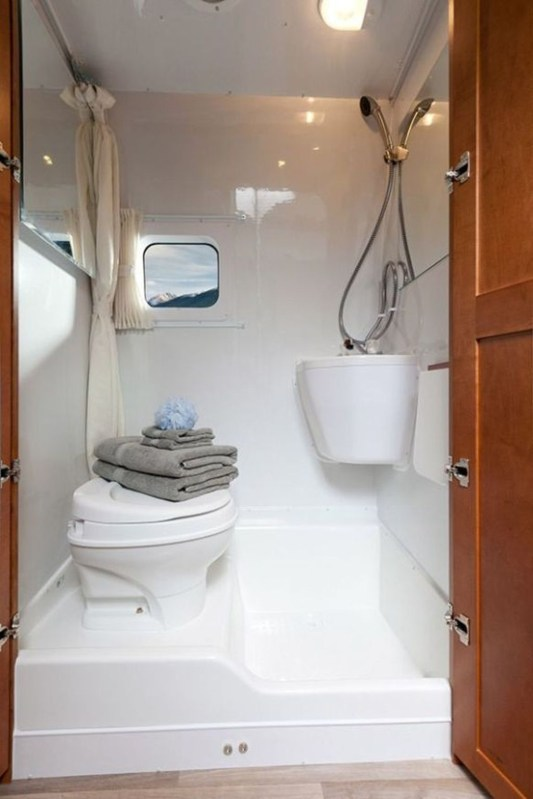 Fascinating Rv Remodel Ideas For Bathroom On A Budget48