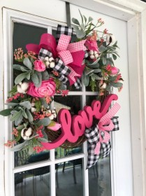 Pretty Front Door Wreath Ideas12