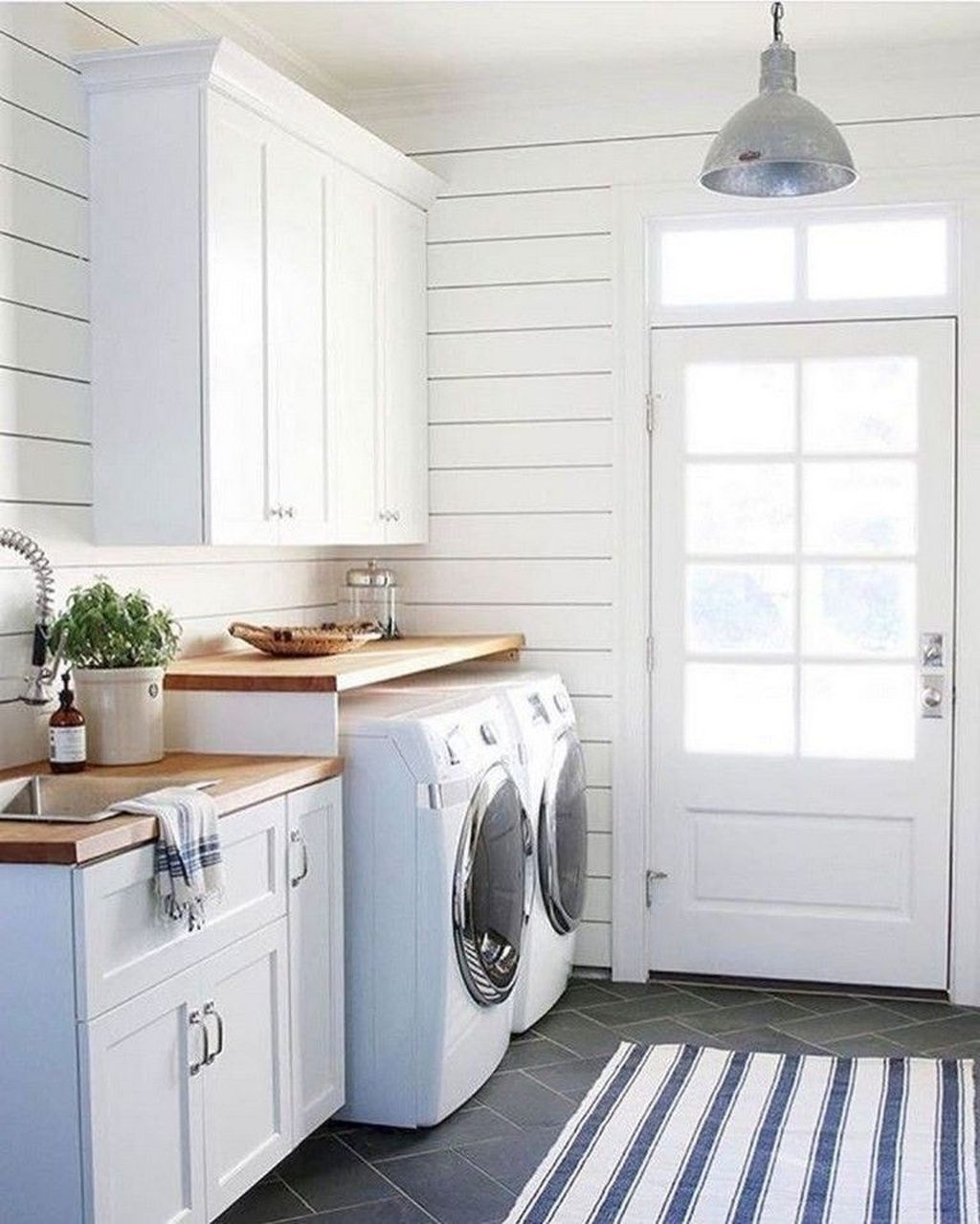 Relaxing Laundry Room Layout Ideas12
