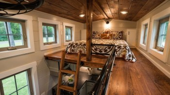 20+ Rustic Tiny House Design Ideas With Two Beds