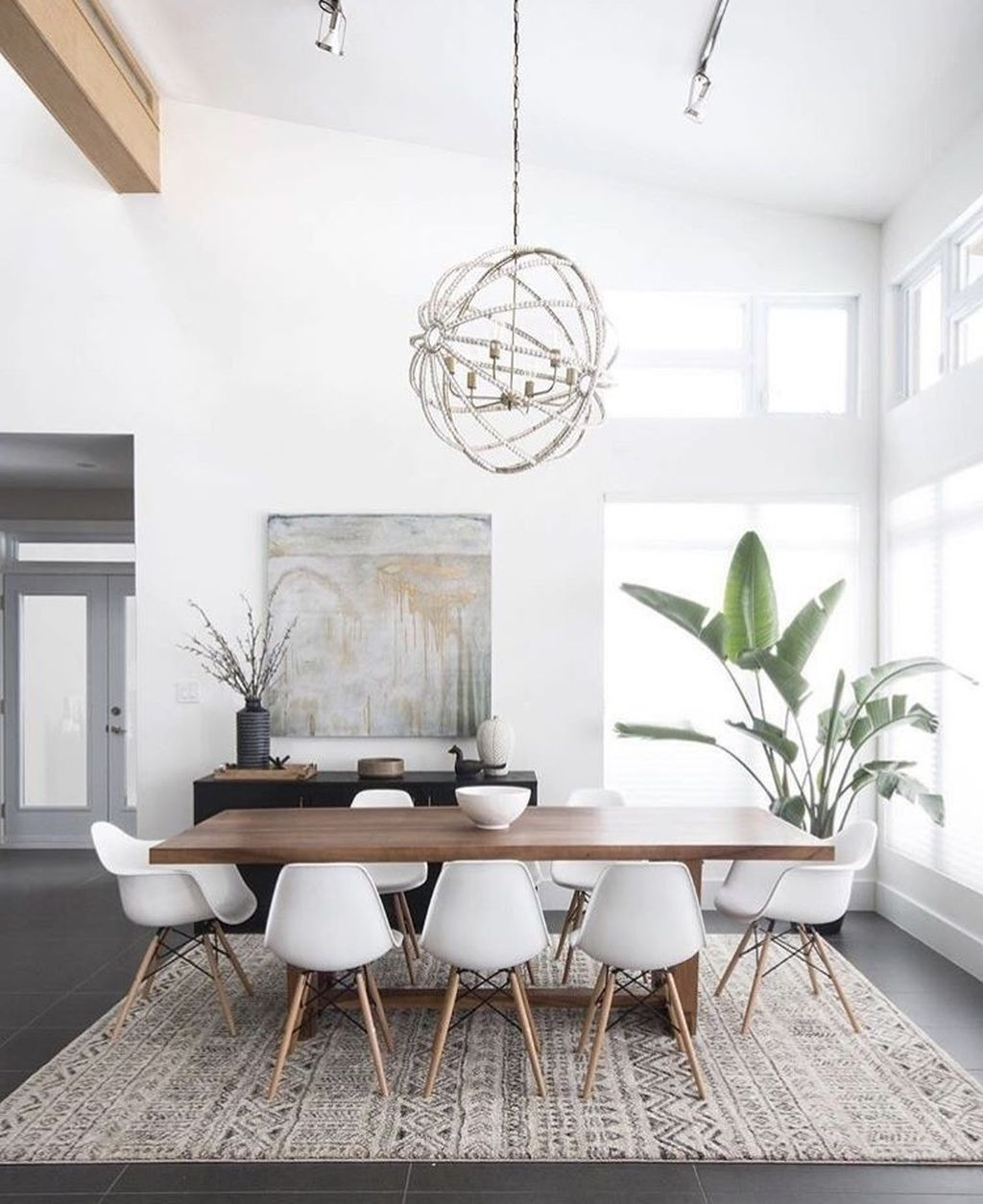 Best Minimalist Dining Room Design Ideas For Dinner With Your Family34
