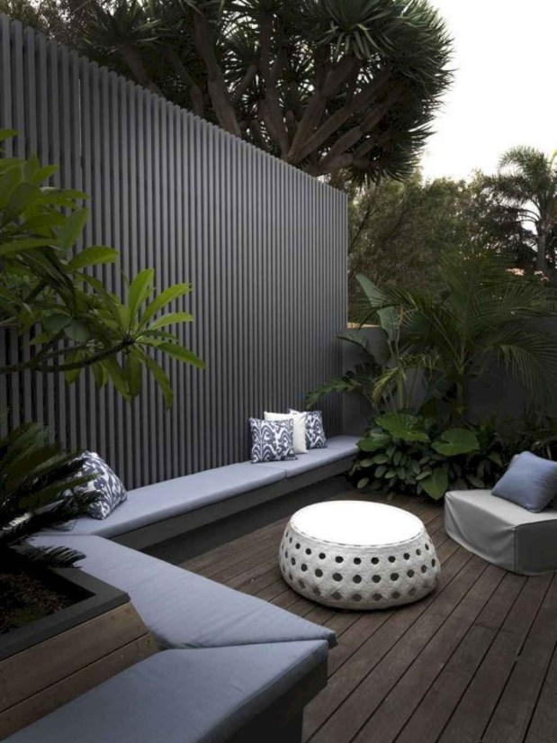 Smart Backyard Fence And Garden Design Ideas For Your Garden18