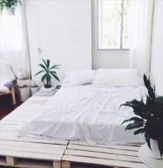Unordinary Recycled Pallet Bed Frame Ideas To Make It Yourself06