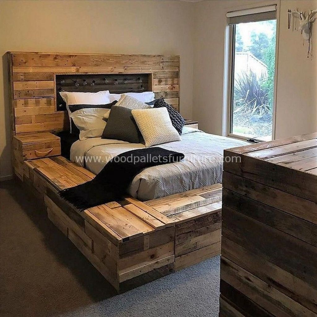 Unordinary Recycled Pallet Bed Frame Ideas To Make It Yourself10