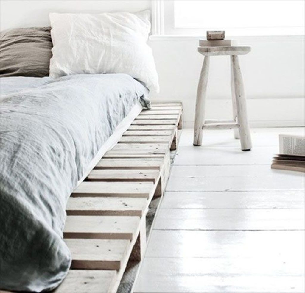 Unordinary Recycled Pallet Bed Frame Ideas To Make It Yourself35