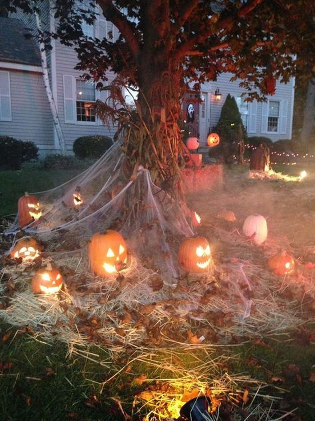 Amazing Outdoor Halloween Decorations Ideas For This Year06