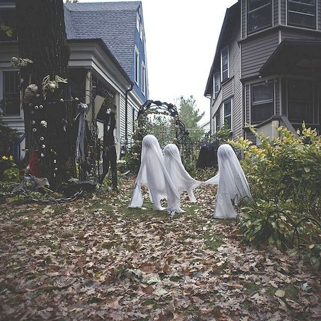 Amazing Outdoor Halloween Decorations Ideas For This Year08