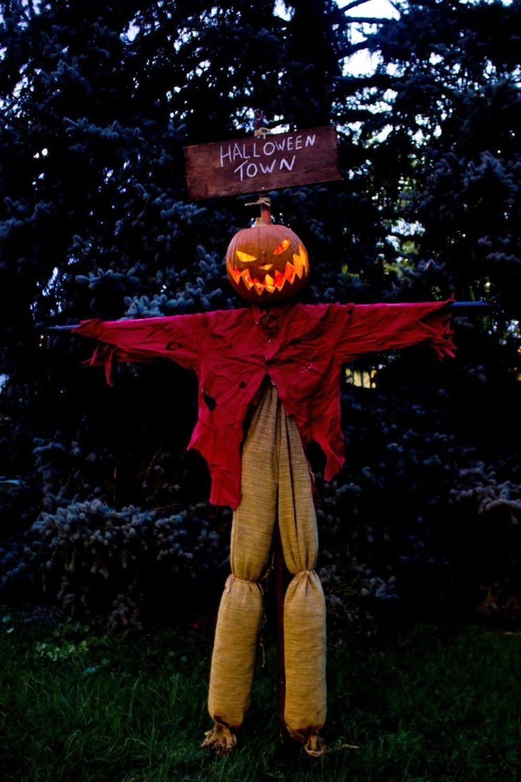 Amazing Outdoor Halloween Decorations Ideas For This Year11