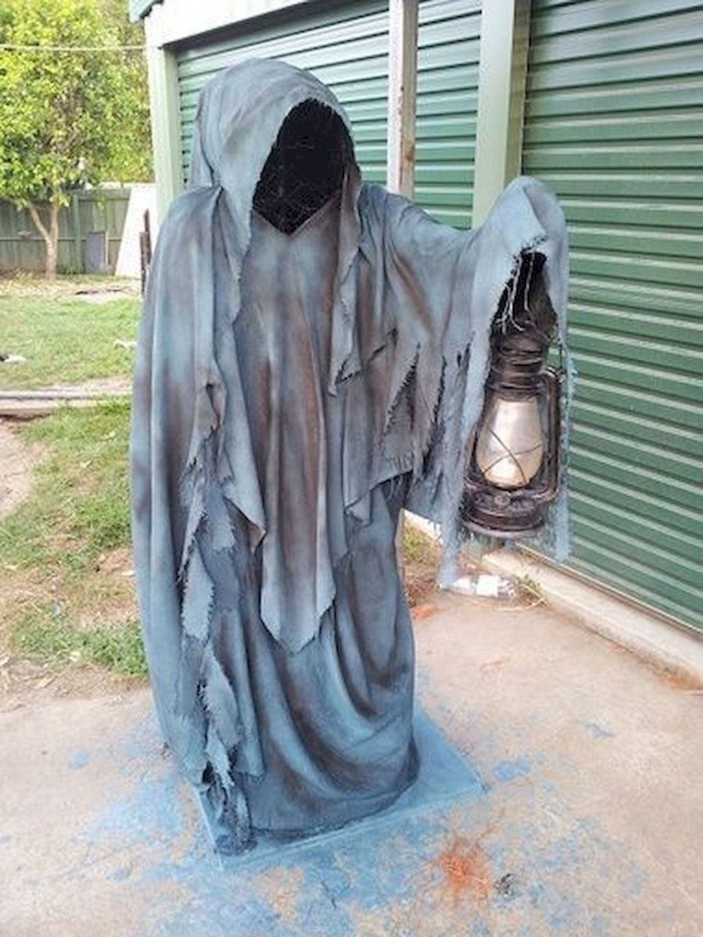Amazing Outdoor Halloween Decorations Ideas For This Year21
