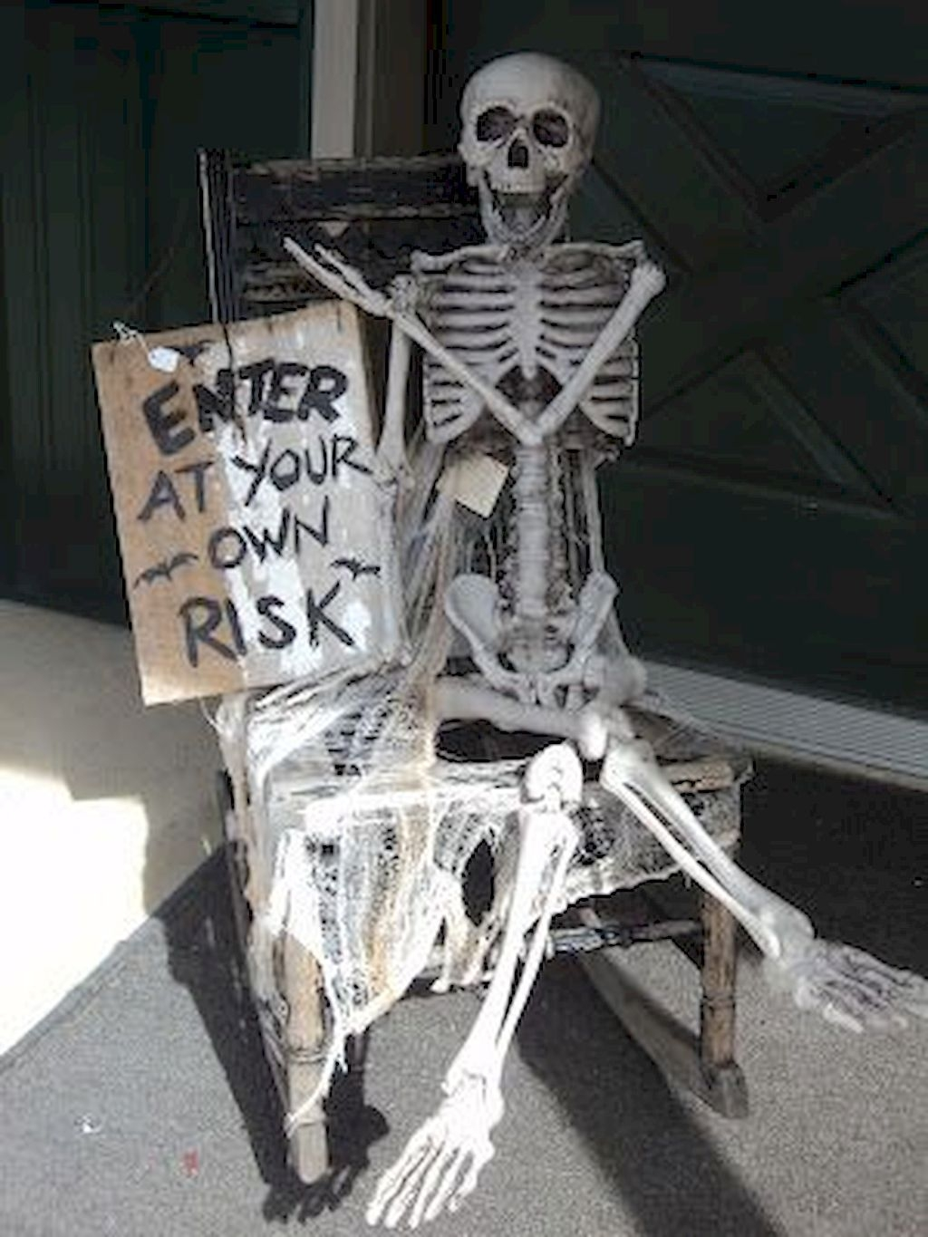 Amazing Outdoor Halloween Decorations Ideas For This Year23