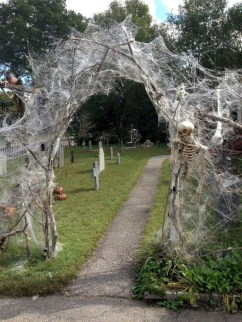 Amazing Outdoor Halloween Decorations Ideas For This Year29