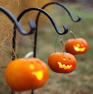 Amazing Outdoor Halloween Decorations Ideas For This Year30