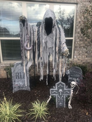 Amazing Outdoor Halloween Decorations Ideas For This Year33