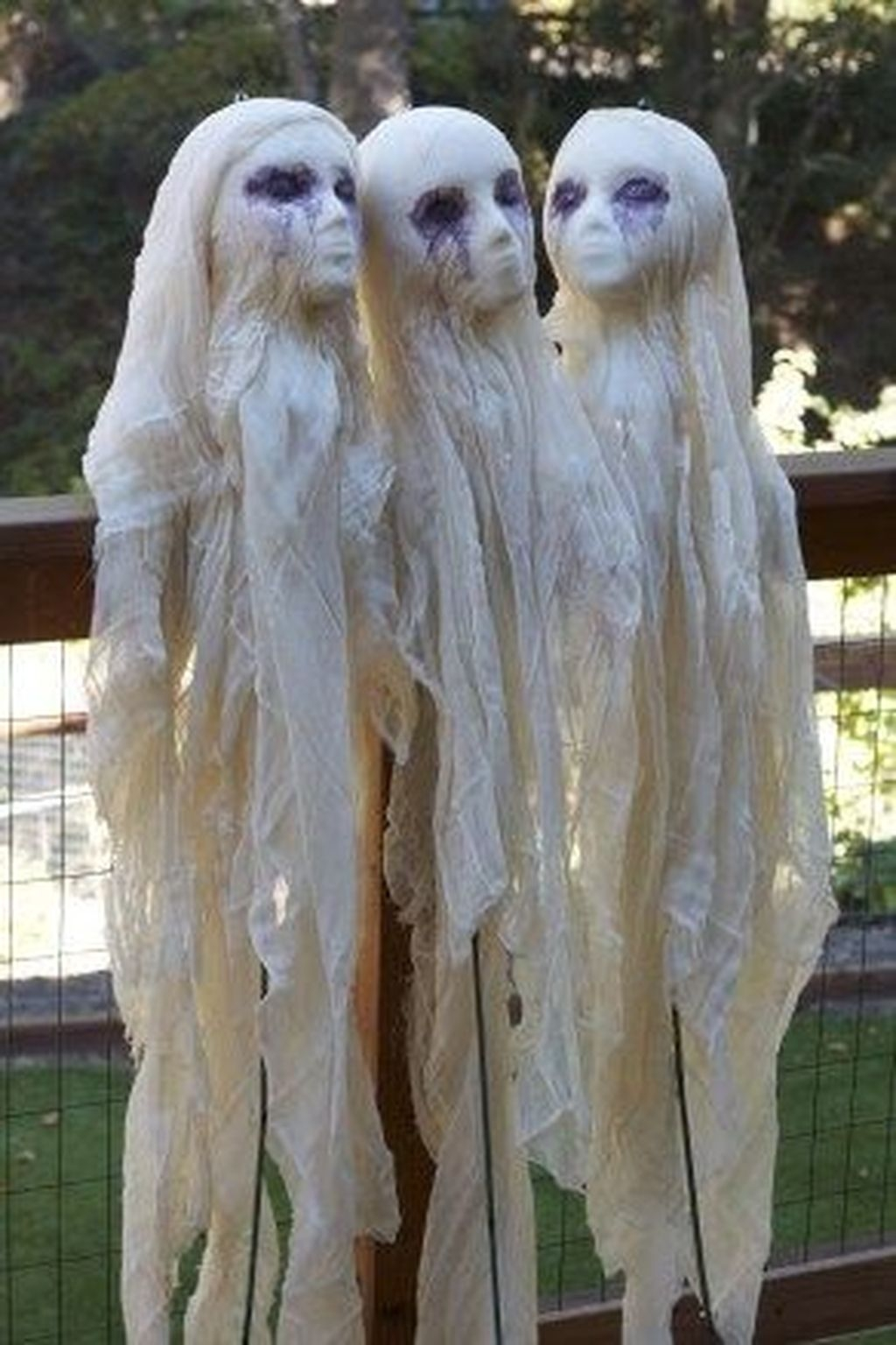 Amazing Outdoor Halloween Decorations Ideas For This Year39