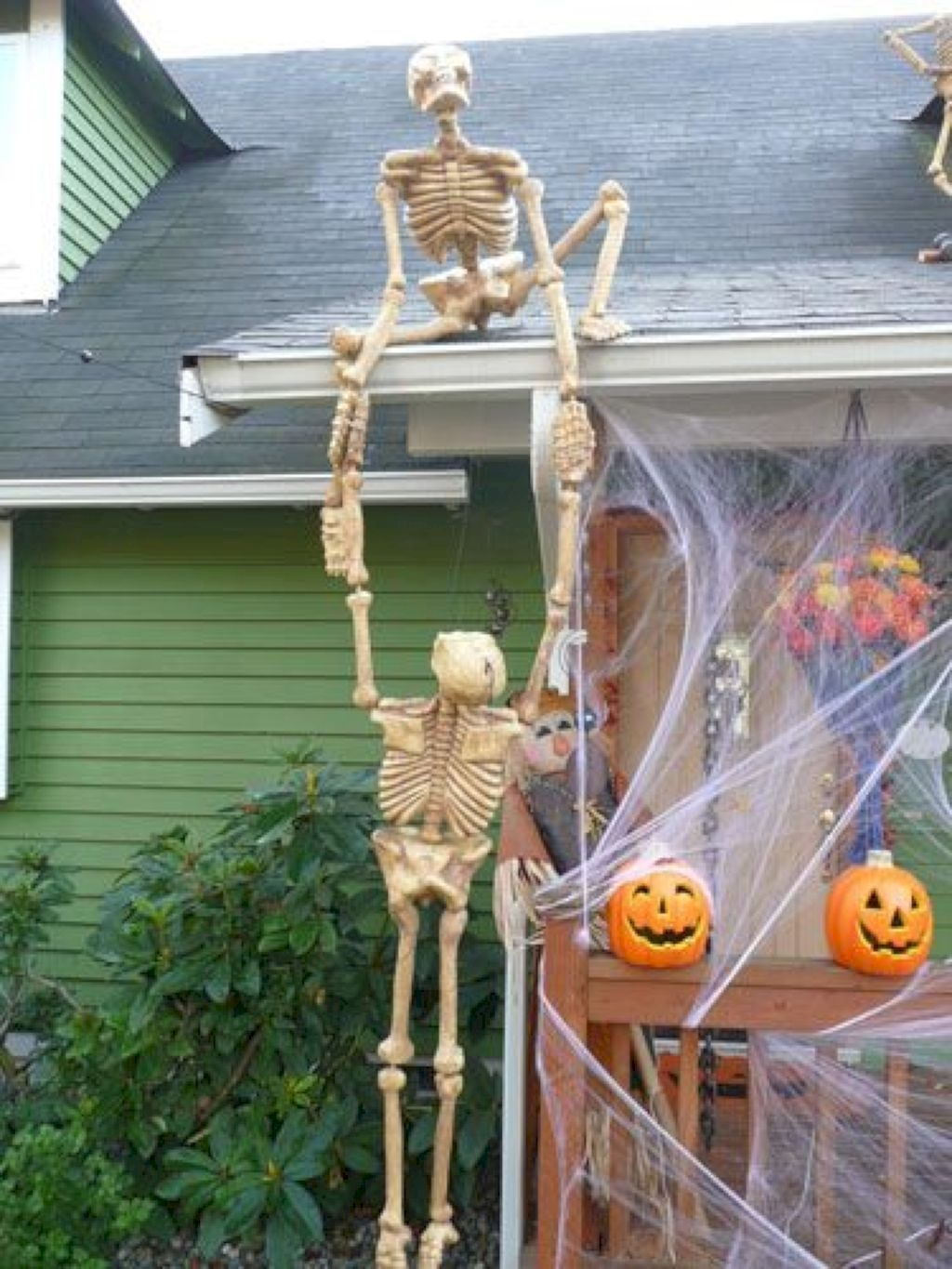 Amazing Outdoor Halloween Decorations Ideas For This Year40