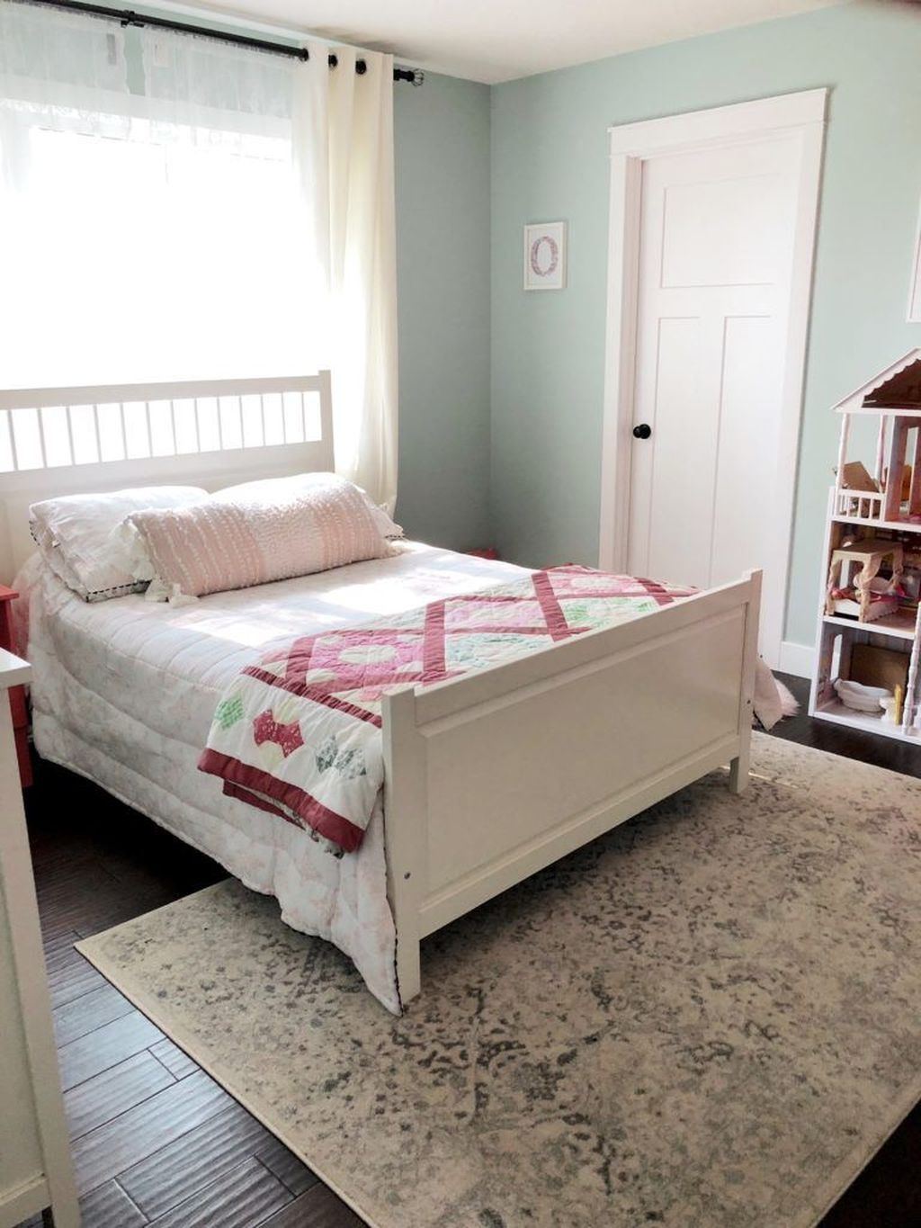 Awesome Bedroom Rug Ideas To Try Asap15