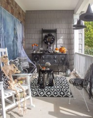 Awesome Scary Halloween Porch Ideas To Try Today02