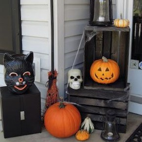 Awesome Scary Halloween Porch Ideas To Try Today09