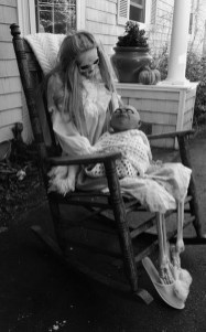 Awesome Scary Halloween Porch Ideas To Try Today14