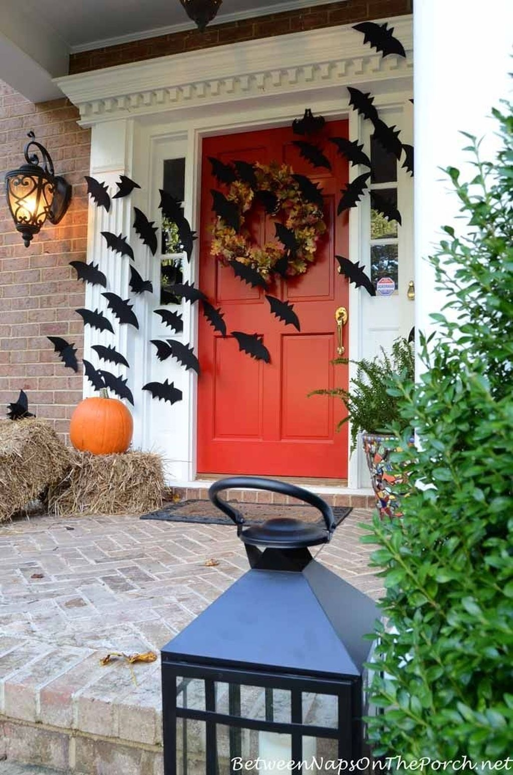 Awesome Scary Halloween Porch Ideas To Try Today28