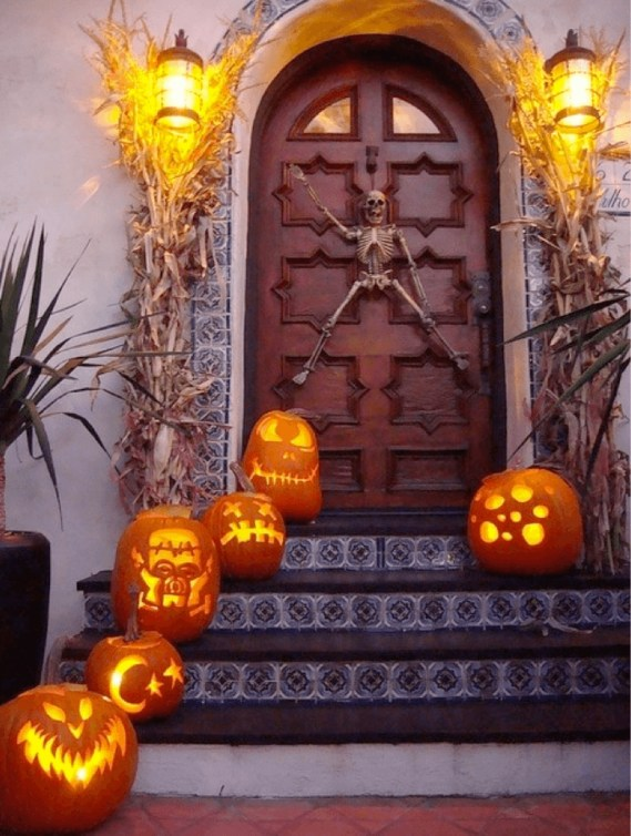 Awesome Scary Halloween Porch Ideas To Try Today32