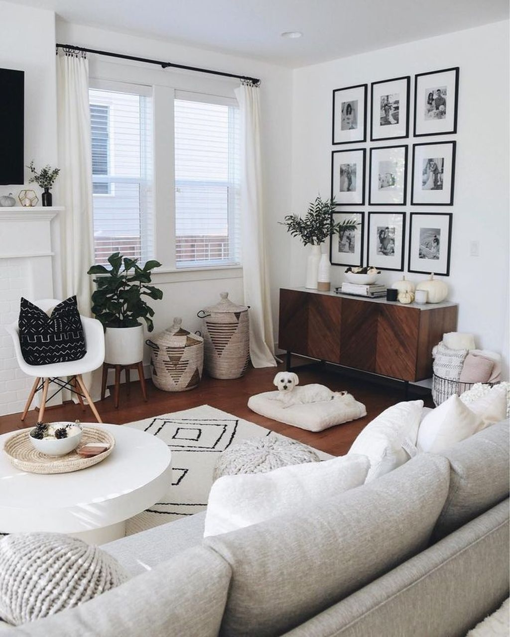 Comfy Living Room Decor Ideas To Make Anyone Feel Right At Home29