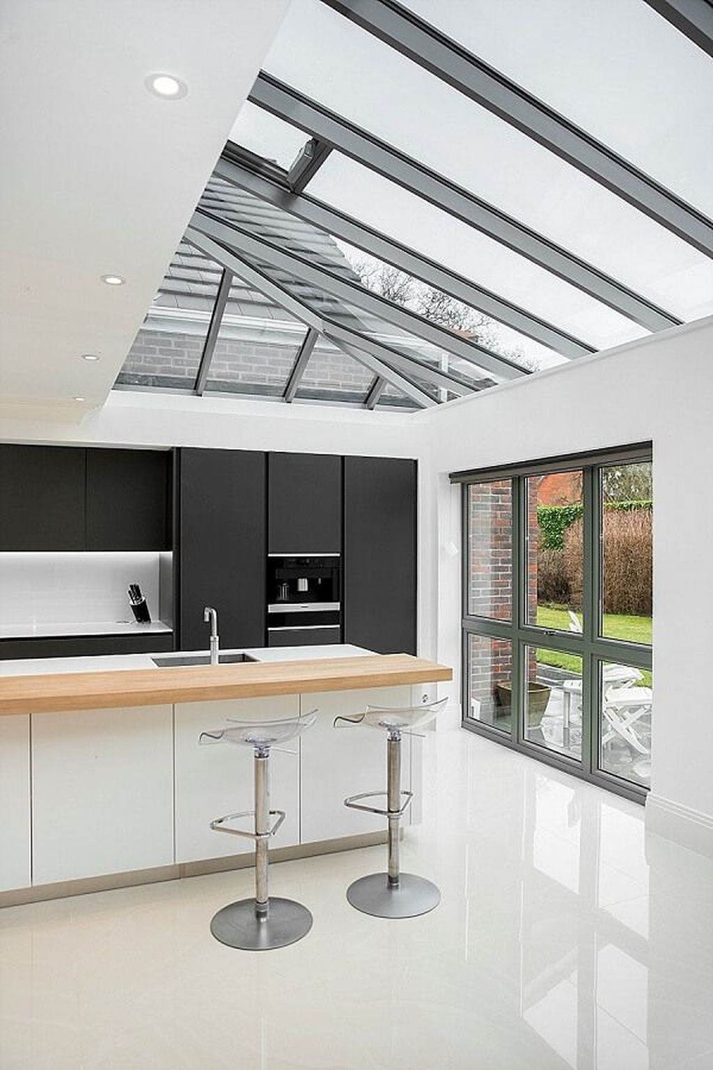 Incredible Black And White Kitchen Ideas To Try02