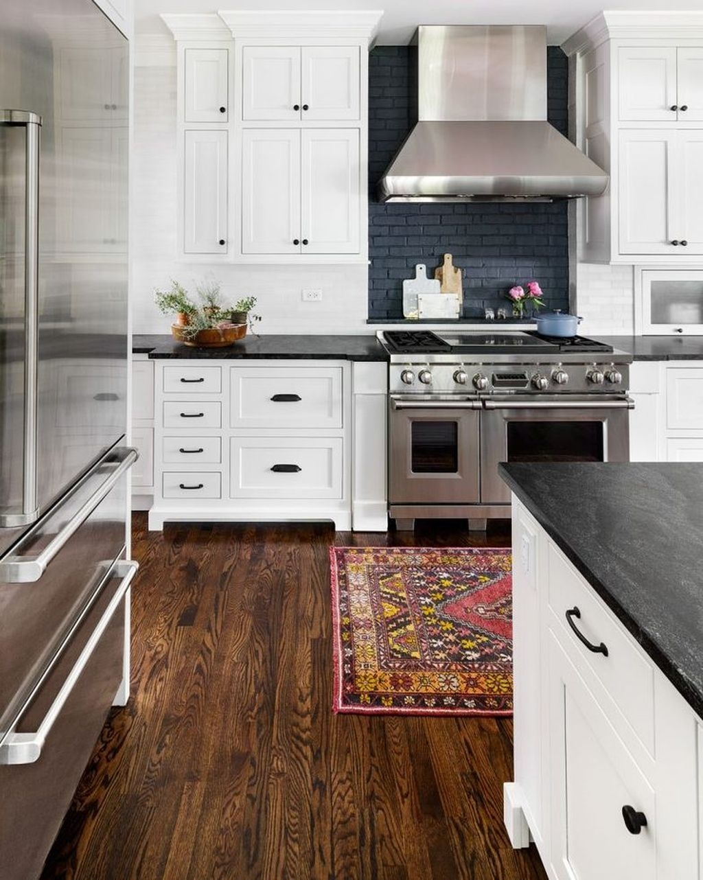 Incredible Black And White Kitchen Ideas To Try10