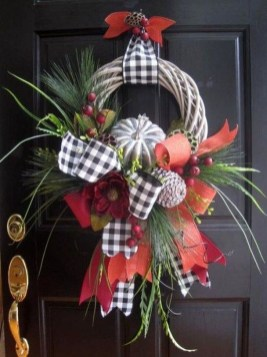 Pretty Wreath Decor Ideas To Hang On Your Door07